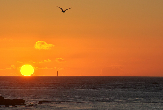Coucher de soleil sur le phare de la Jument.
