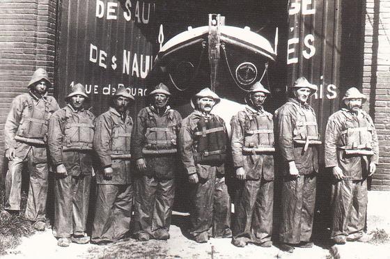 """Canotiers du """"Général Béziat"""" -photo datant des années 1930"""