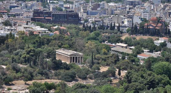 Temple d'Héphaïstéion au nord-ouest d'Athènes (vue du Parthénon)