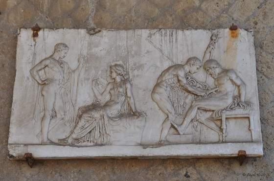 Bas relief de Téléphus se faisant soigner dans la villa de Balbus