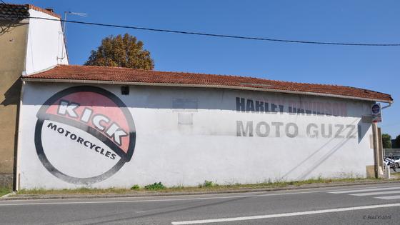1013-pub-moto-guzzi_paillasse