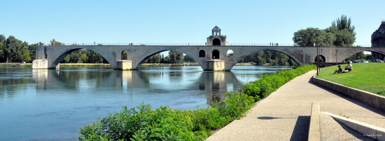 Sur le pont d'Avignon, entrons dans la danse.
